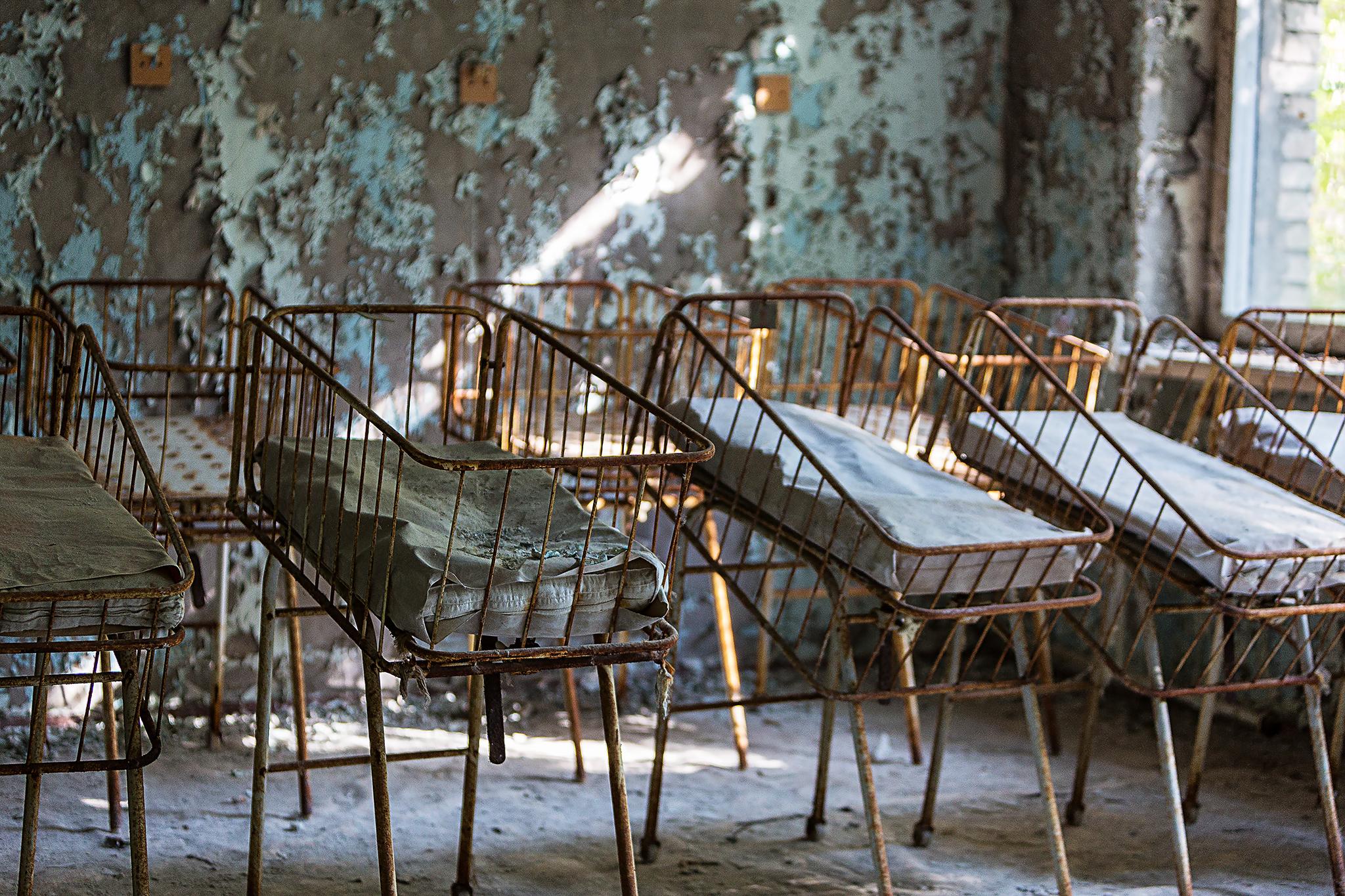 Kinderbetten im alten Krankenhaus von Prypiat