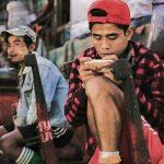 Handy junger Mann Fischmarkt Yangon