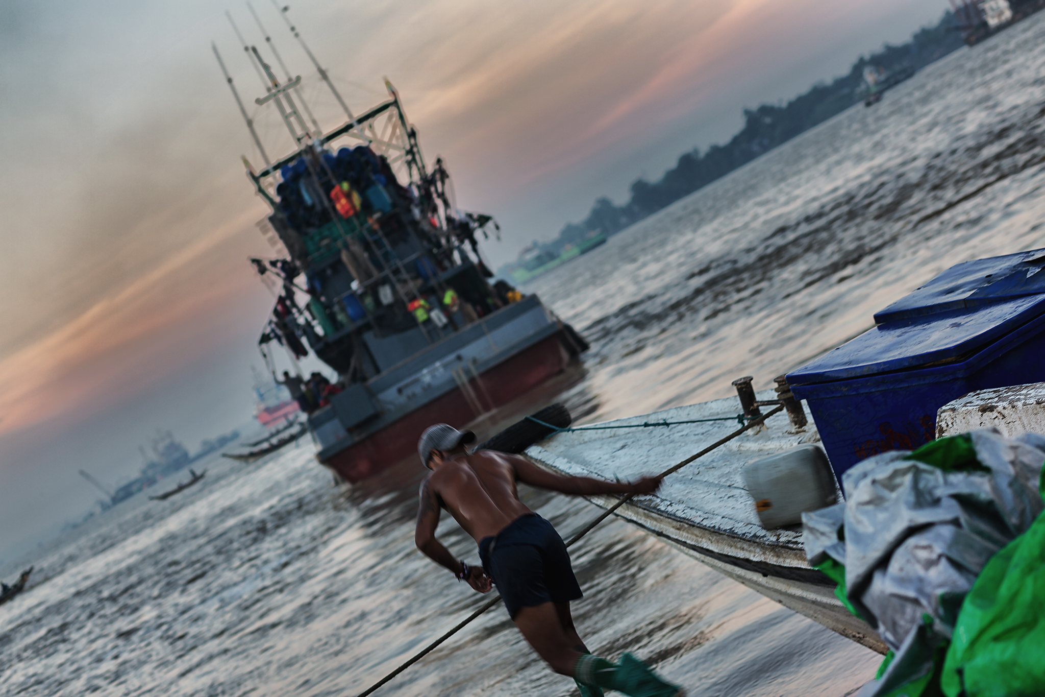 Fischer auf dem Fischmarkt in Yangon