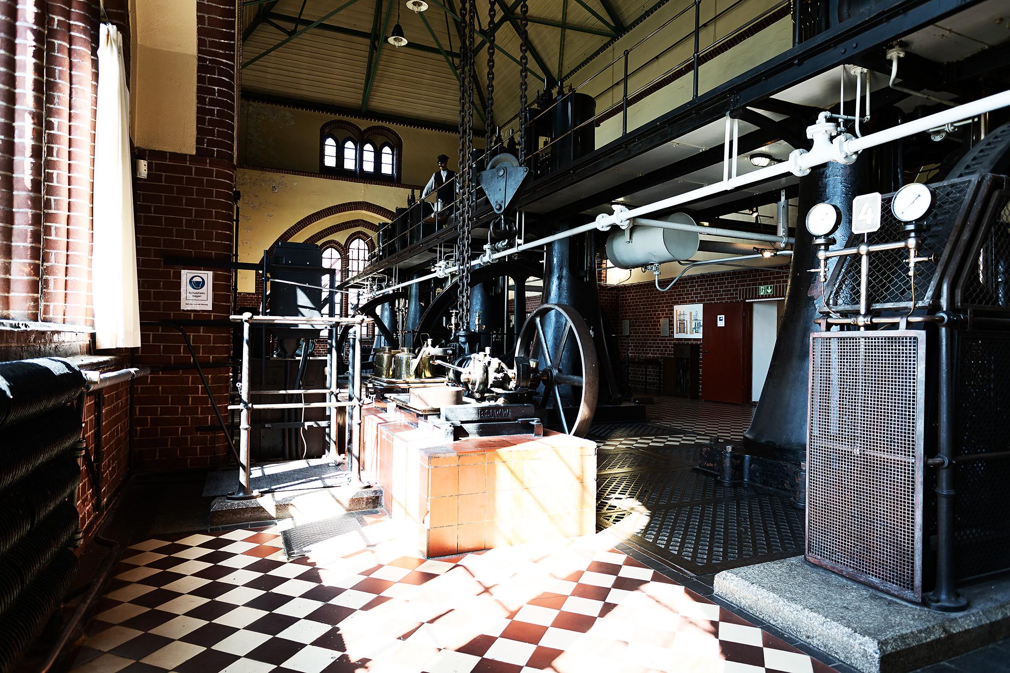 Blick in die Maschinenhalle des Alten Wasserkraftwerkes