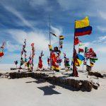Internationale Flaggen in der Uyuni Salzwüste