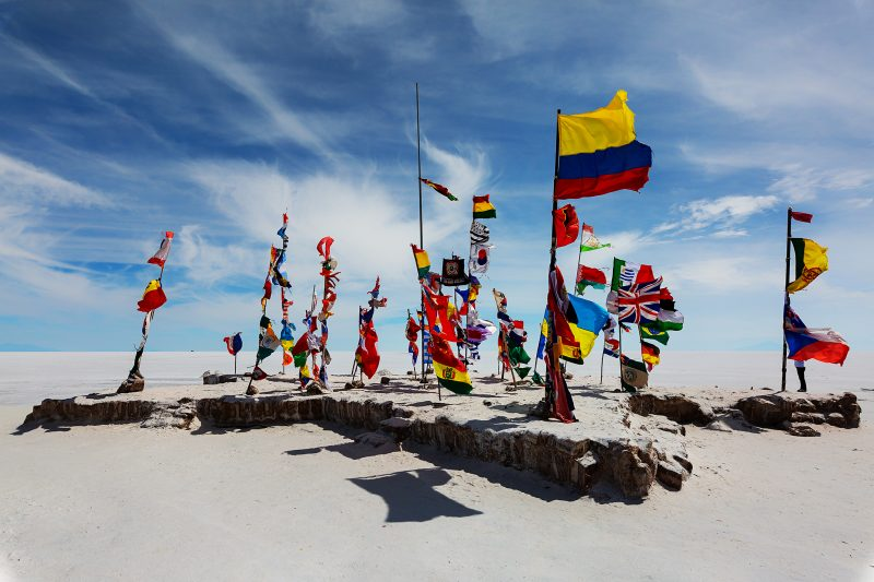 Internationale Flaggen in der Uyuni Salzwüste