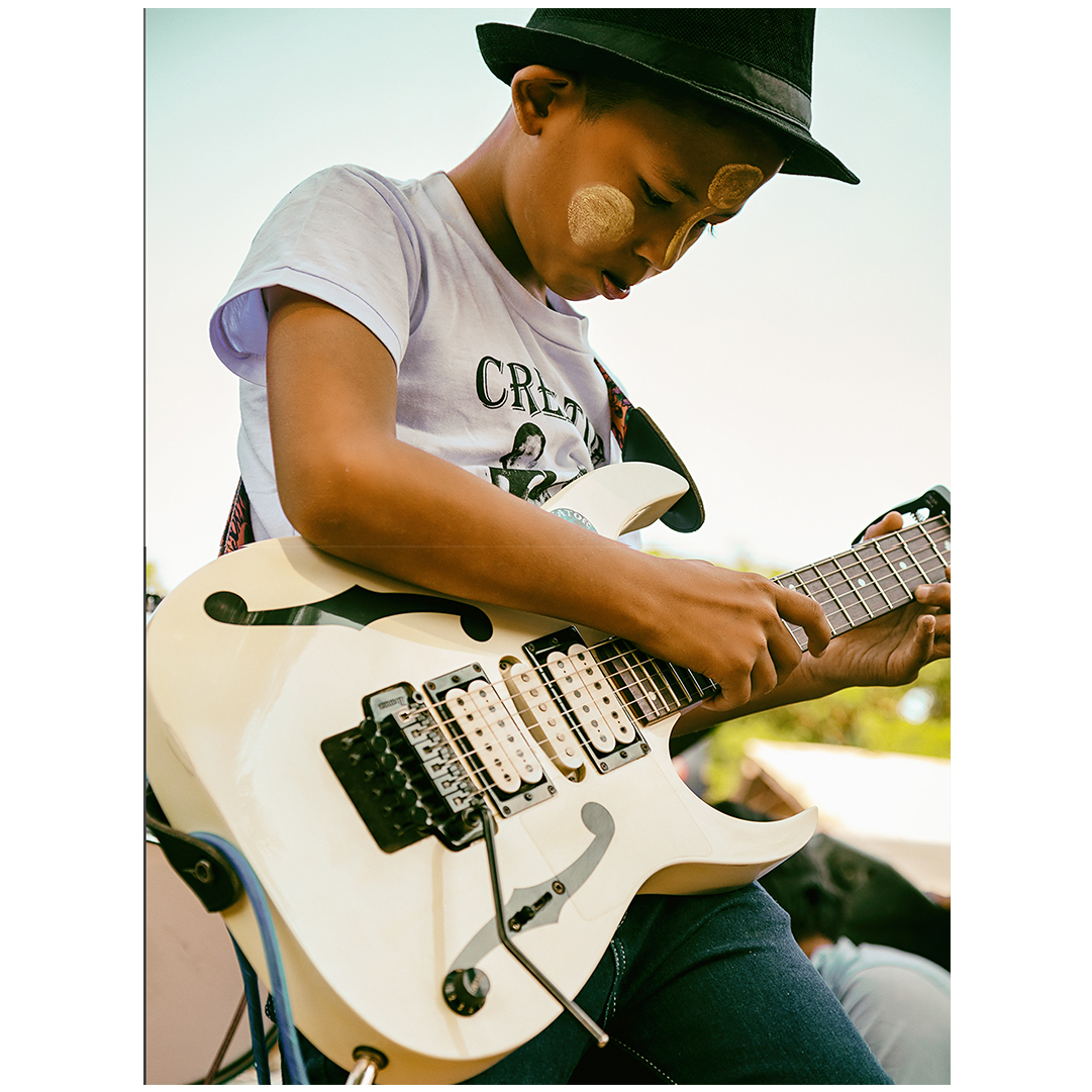 Boy with Guitarr